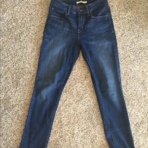 Levi's mid rise skinny size 4 jeans